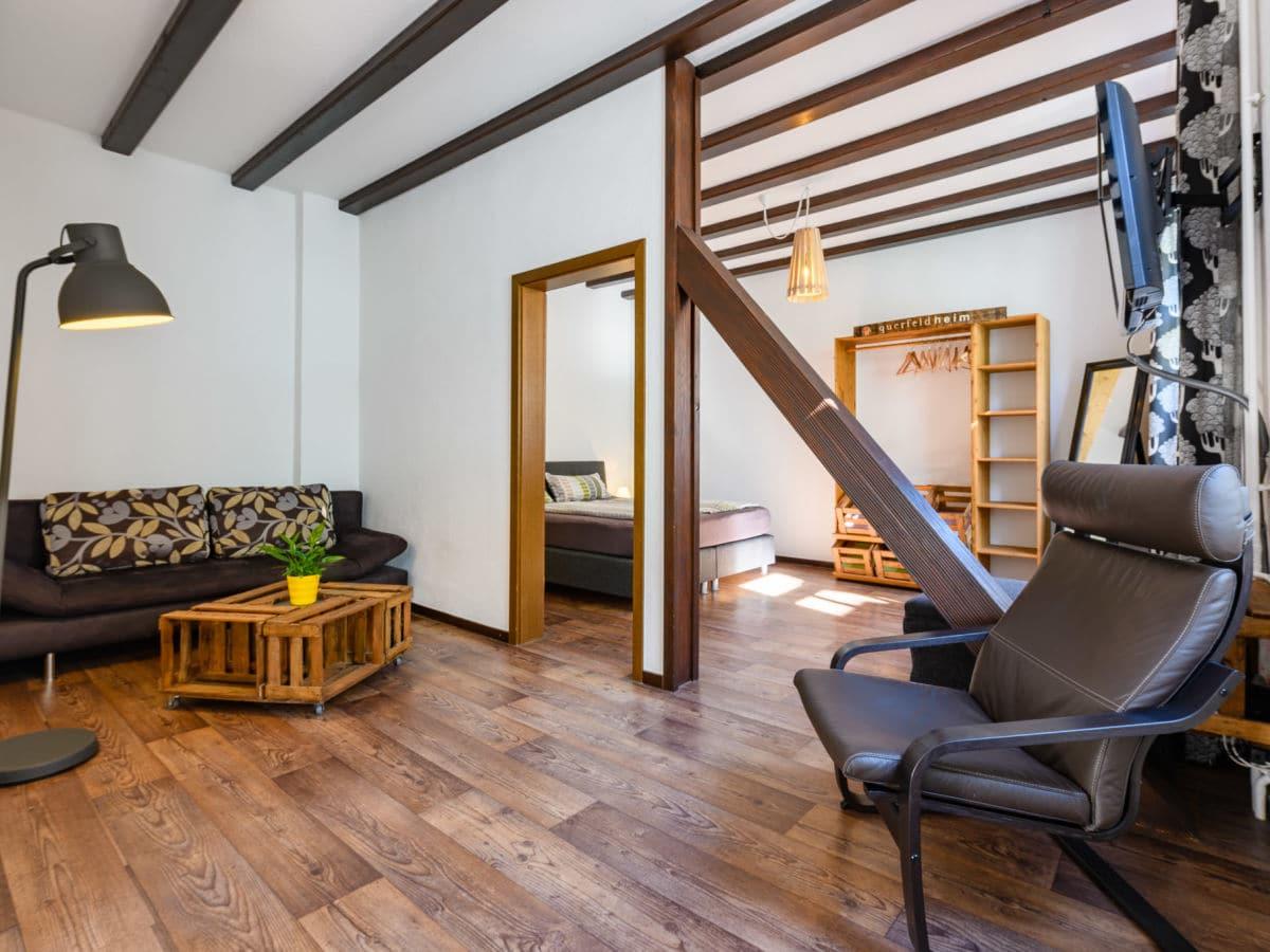 kabine-gelb_wohnzimmer