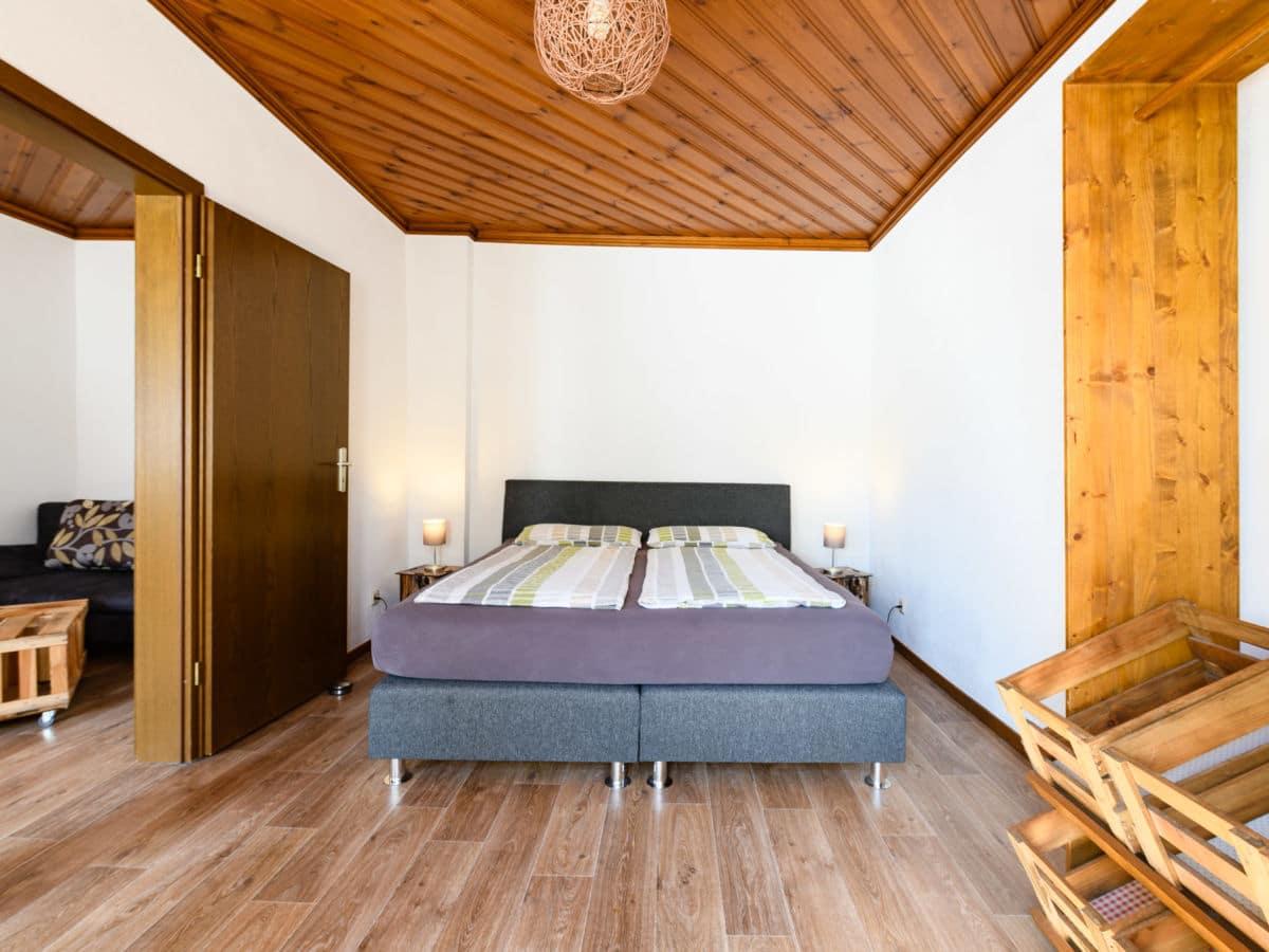kabine-rot_schlafzimmer