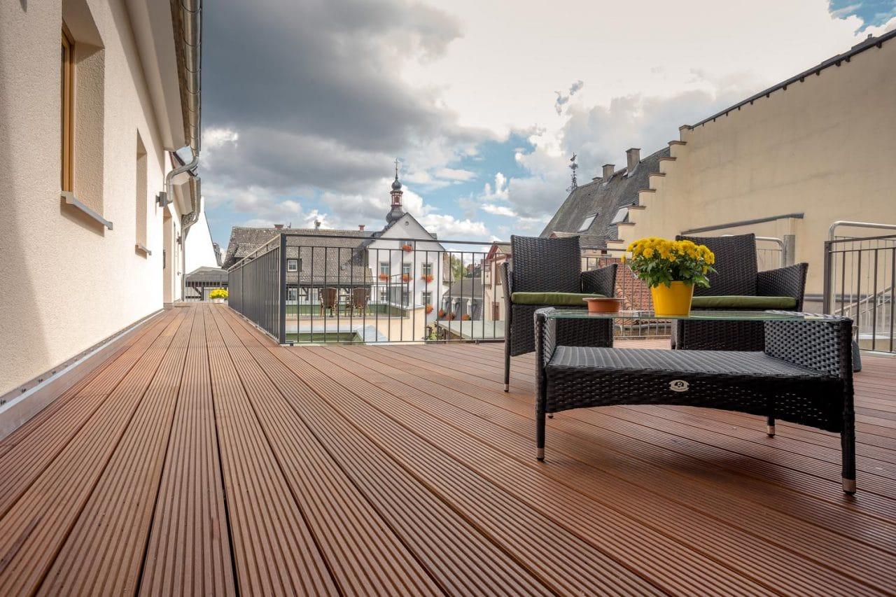 querfeldheim_kabine-10_terrasse