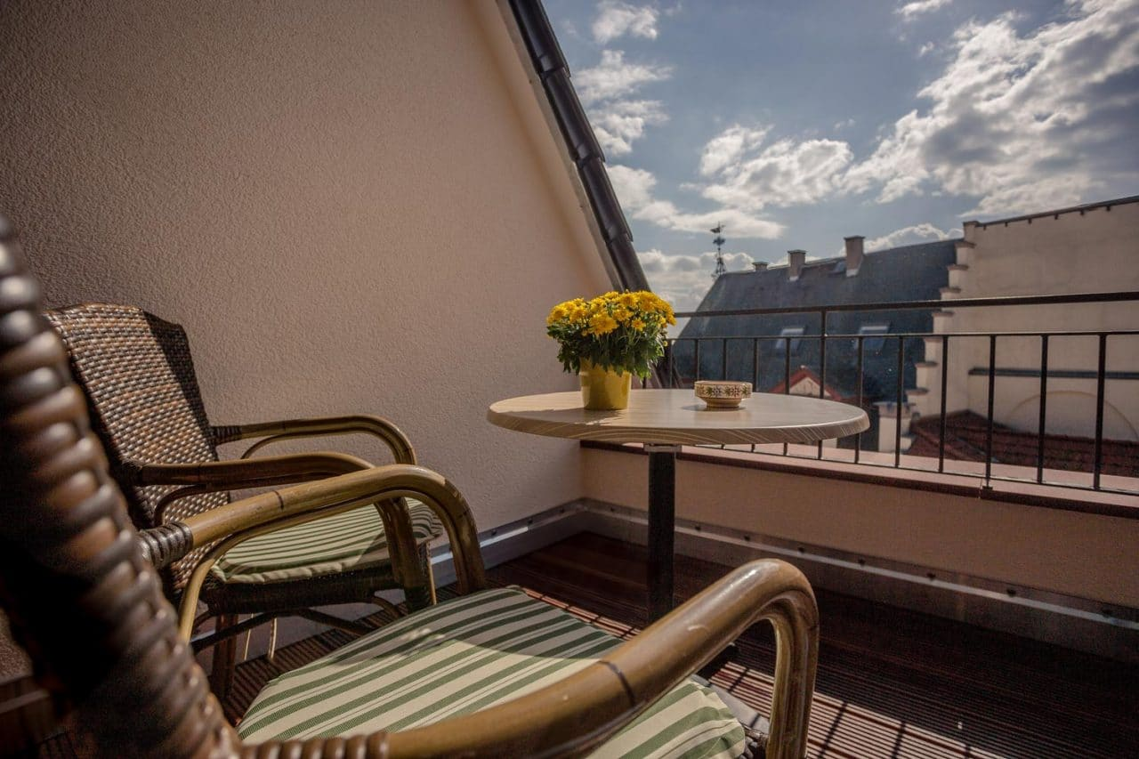 querfeldheim_kabine-20_terrasse
